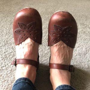 Cute dansko clogs/sandals